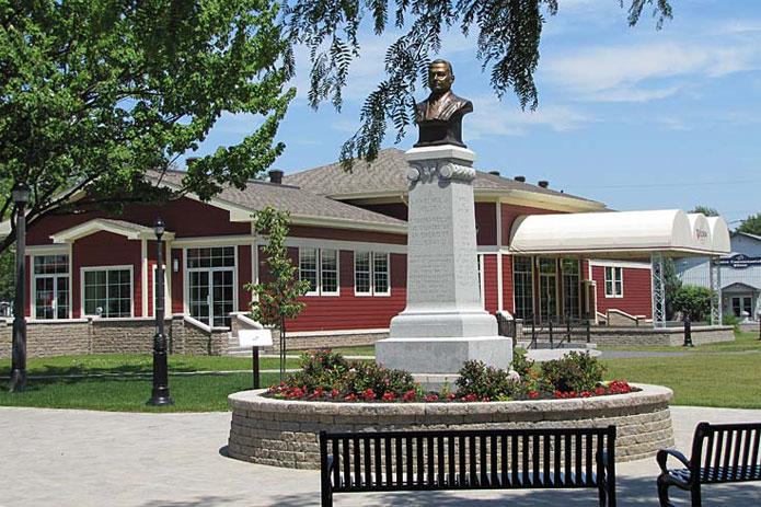 Pavillon-Statue
